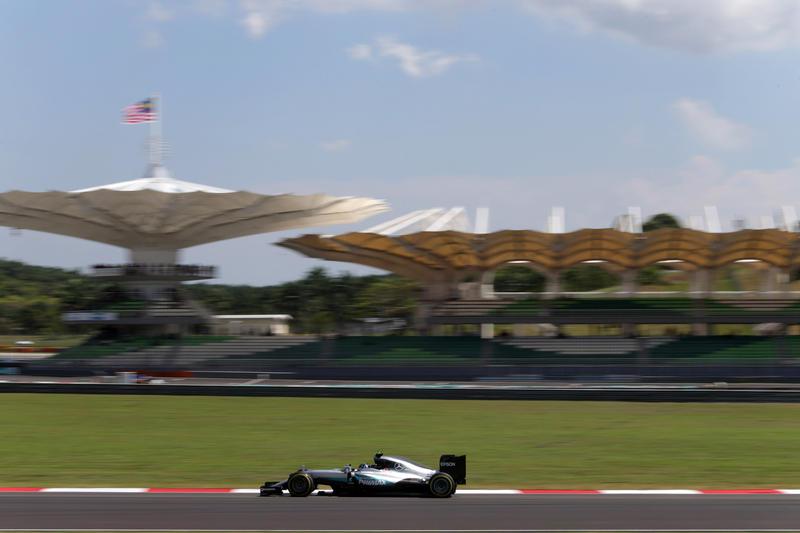 F1, Gp Malesia: Hamilton e Rosberg davanti nelle prove libere