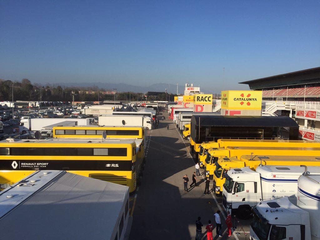 F1, test a Barcellona: Raikkonen e Ferrari davanti alla Mercedes di Hamilton
