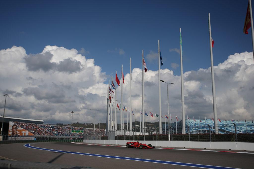F1 | Gran Premio di Russia: la Gara in DIRETTA – Hamilton in testa, Vettel out